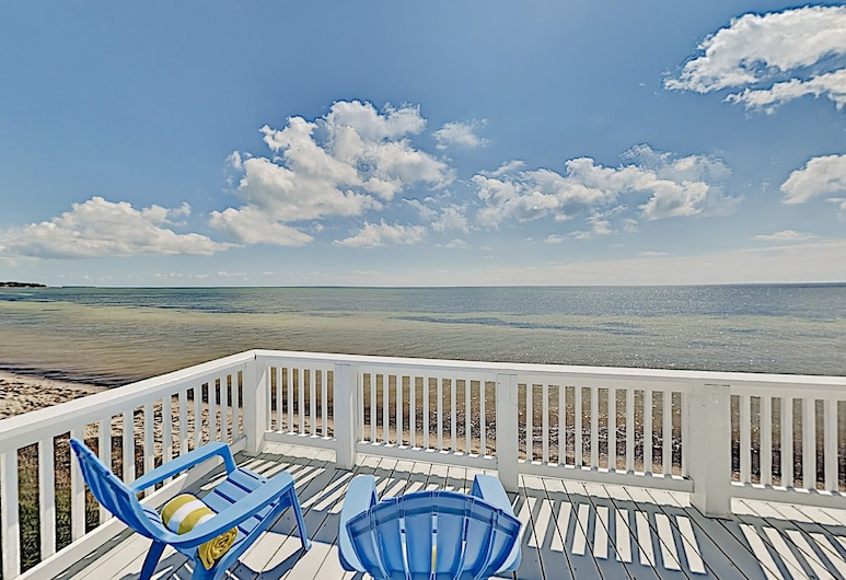 Chic Oceanfront Oasis Private Beach & Dock 2 Bedroom Home, Islamorada, House, 2 Bedrooms, Balcony