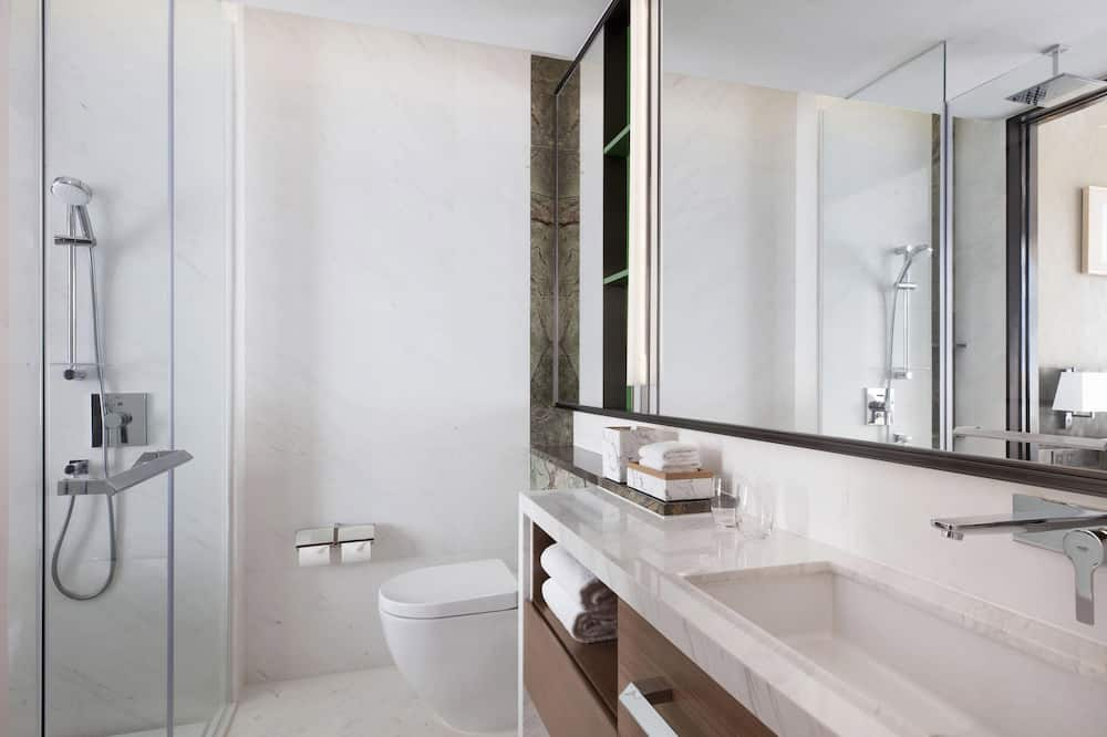 ห้องดีลักซ์, เตียงใหญ่ 2 เตียง, ปลอดบุหรี่, วิวเมือง - ห้องน้ำ