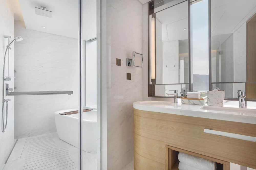 ห้องเอ็กเซกคิวทีฟสวีท, เตียงใหญ่ 1 เตียง, ปลอดบุหรี่, เห็นวิว - ห้องน้ำ