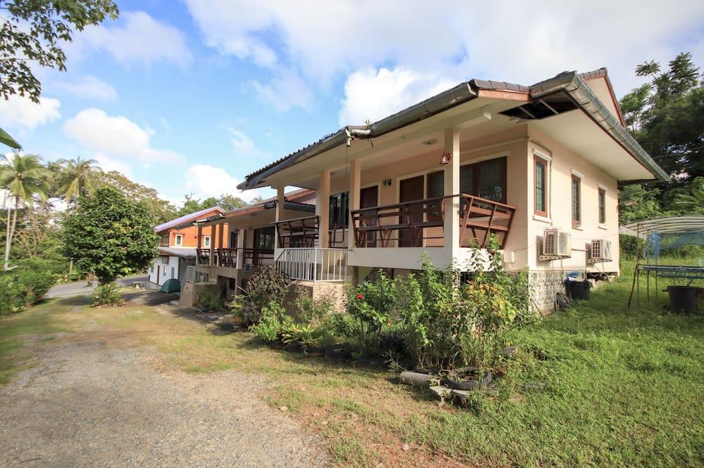 OYO 75373 Chamil House
