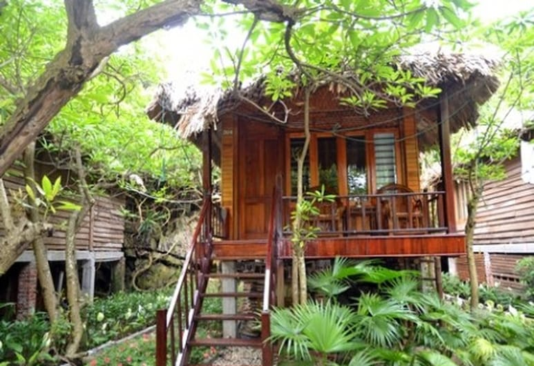 Halong Bay Deluxe Cruise Bungalow on Island, Ha Long, Varios