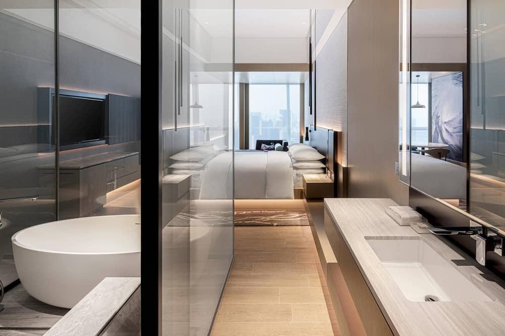 Номер «Делюкс», 1 двуспальная кровать «Кинг-сайз», для некурящих, вид на город - Ванная комната