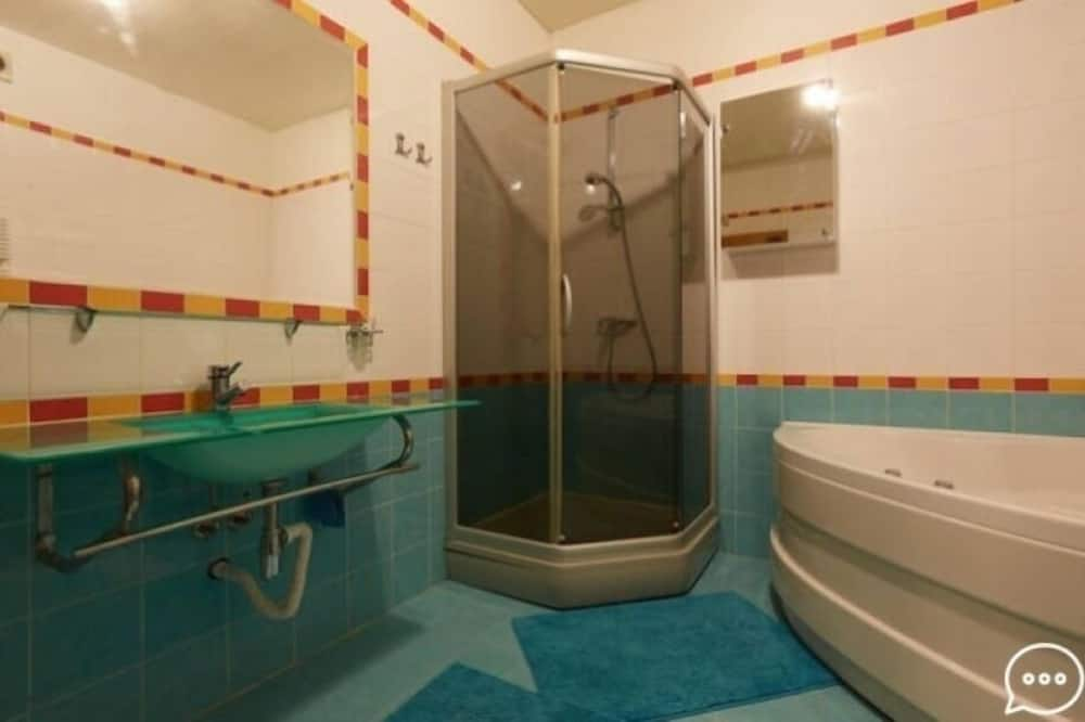 Family Apartment, 1 Bedroom - Bilik mandi