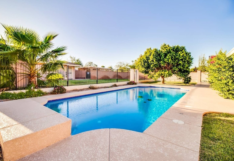 North Phoenix 6 Bdrm w/ Guest House and Htd Pool!, Phoenix, Interior