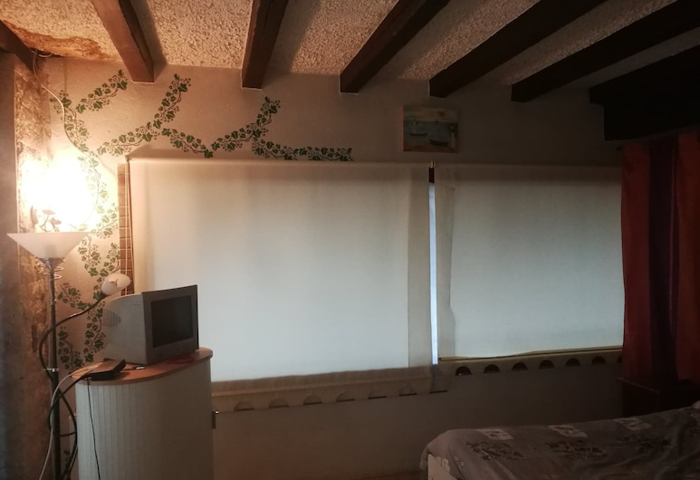 Lovely 2-bed Apartment in Clichy, Clichy, Apartment, 2 Double Beds, Room