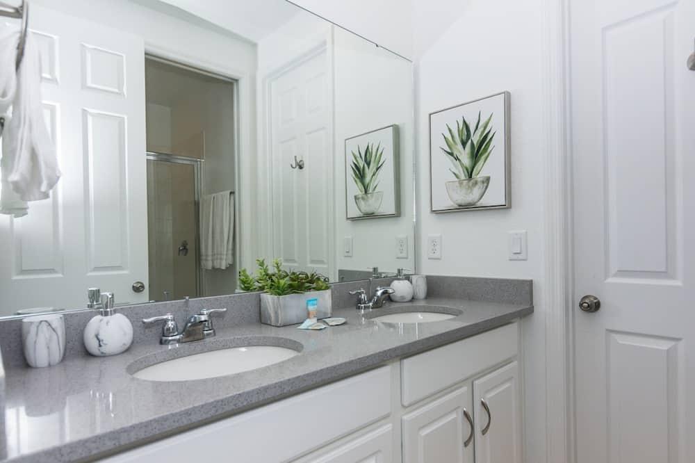Hus (Multiple Bedrooms) - Badeværelse