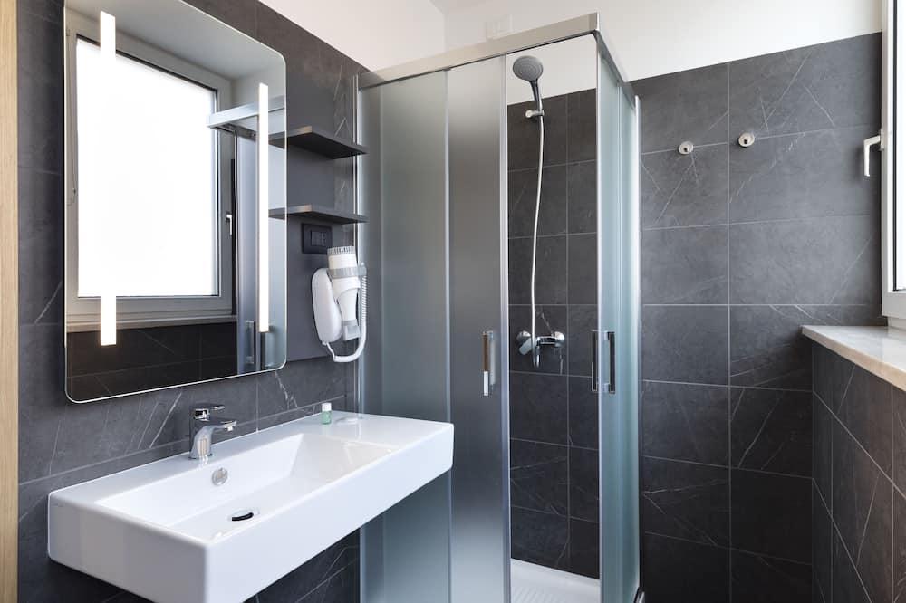 Standard Single Room, Non Smoking - Bathroom