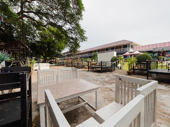 Picture of OYO 75370 Saowanee Resort And Apartment in Si Racha