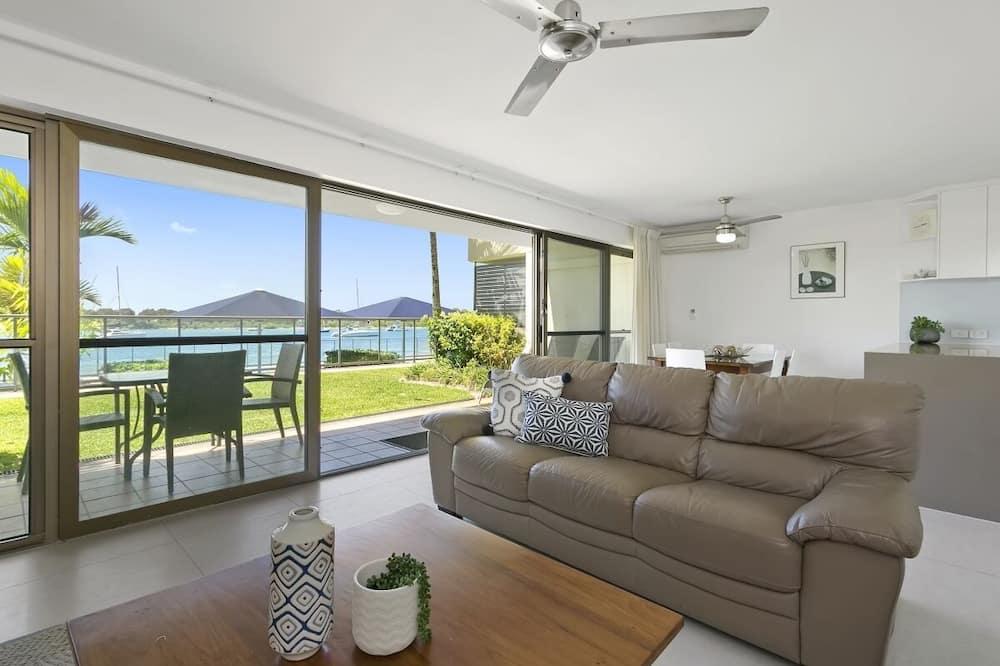 Unit 06, 2 Bedrooms Apartment - Living Area