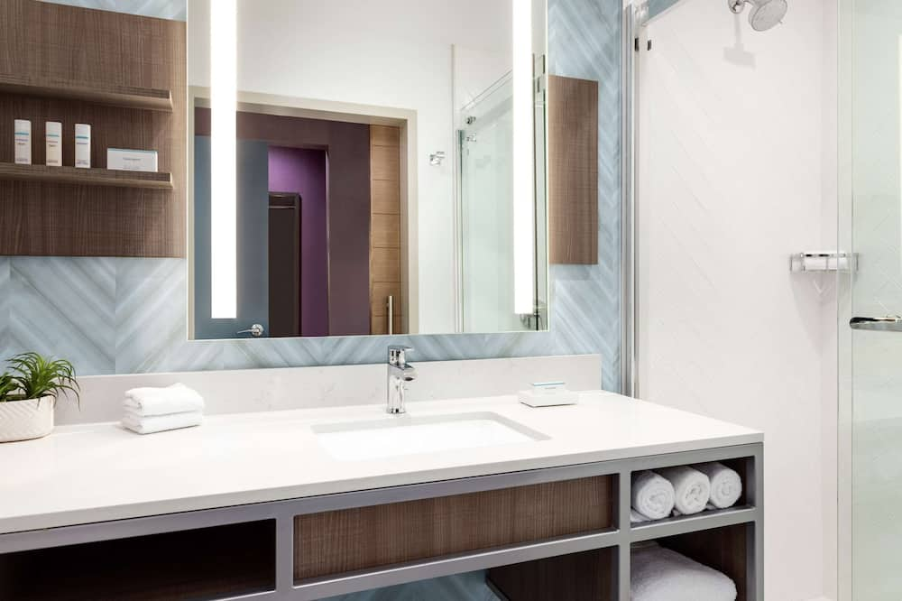 Deluxe Room, 1 King Bed, Accessible (Hearing) - Bathroom