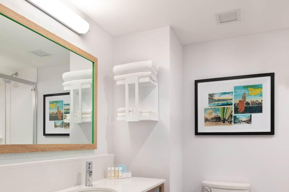Studio, 1 kingsize-seng, kjøleskap og mikrobølgeovn (Wet bar) - Bad