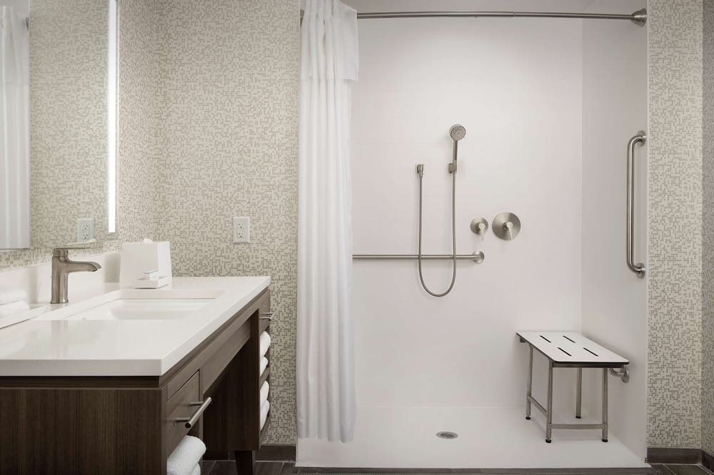 Suite, 1King-Bett, barrierefrei (Mobility & Hearing, Roll-in Shower) - Badezimmer
