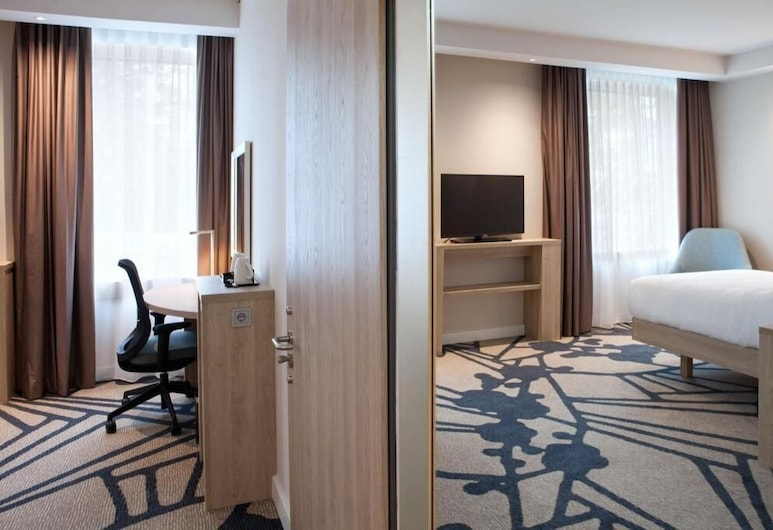Hampton by Hilton Munich Airport South, Hallbergmoos, Family Room, Multiple Beds, Guest Room