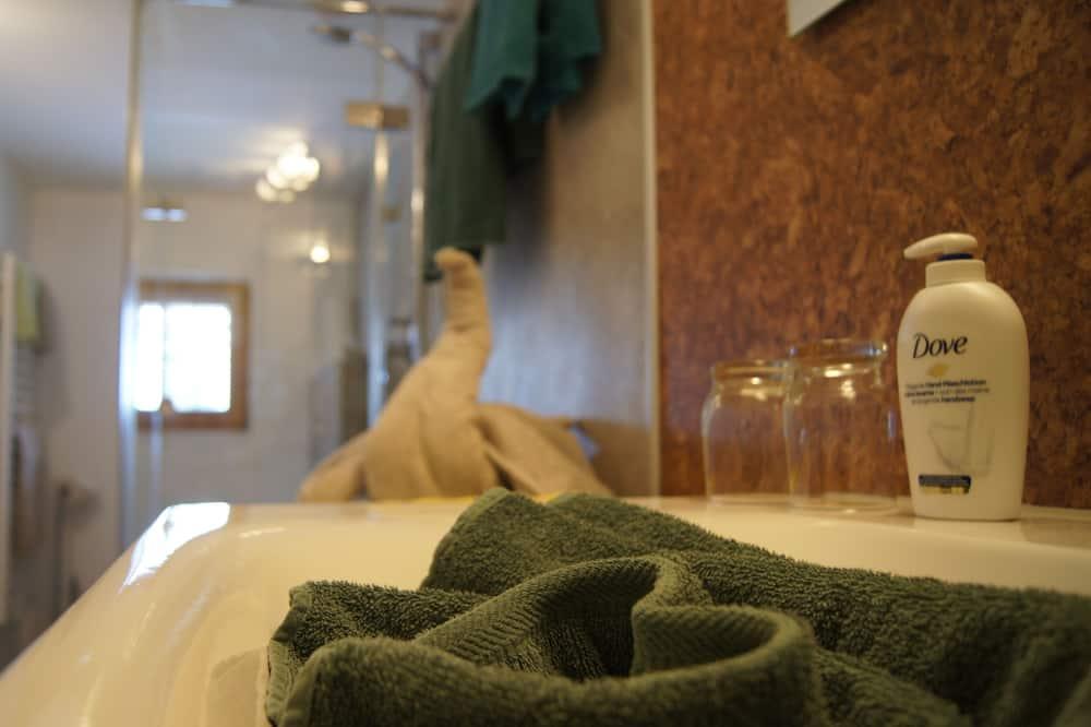 Апартаменти, приватна ванна (mit Garten- und Bergblick) - Ванна кімната