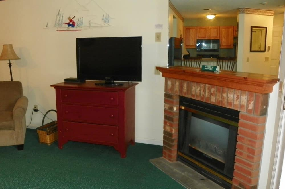 Kondominium (Deer Park 142D, North Woodstock) - Ruang Keluarga