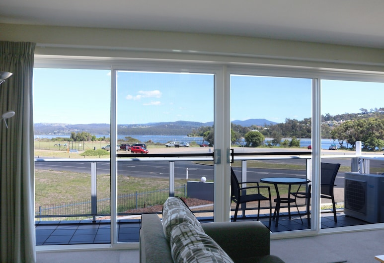 Waterview 8, Merimbula, Luxury Apartment, Living Area