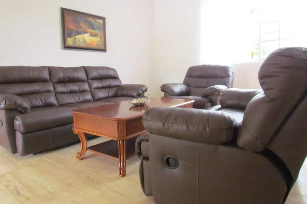 Paaugstināta komforta villa - Dzīvojamā istaba