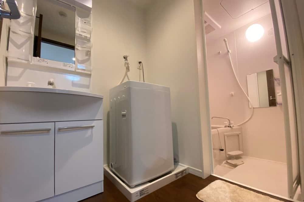 Dvoulůžkový pokoj, nekuřácký (1 Double Bed and 1 Single Sofa Bed) - Koupelna