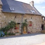 Beautiful 3-bed Cottage in Passais-villages