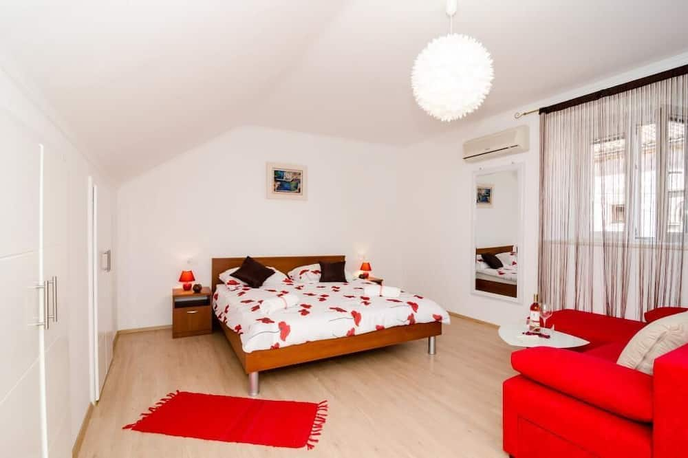 Apartamentai (One Bedroom Apartment) - Kambarys