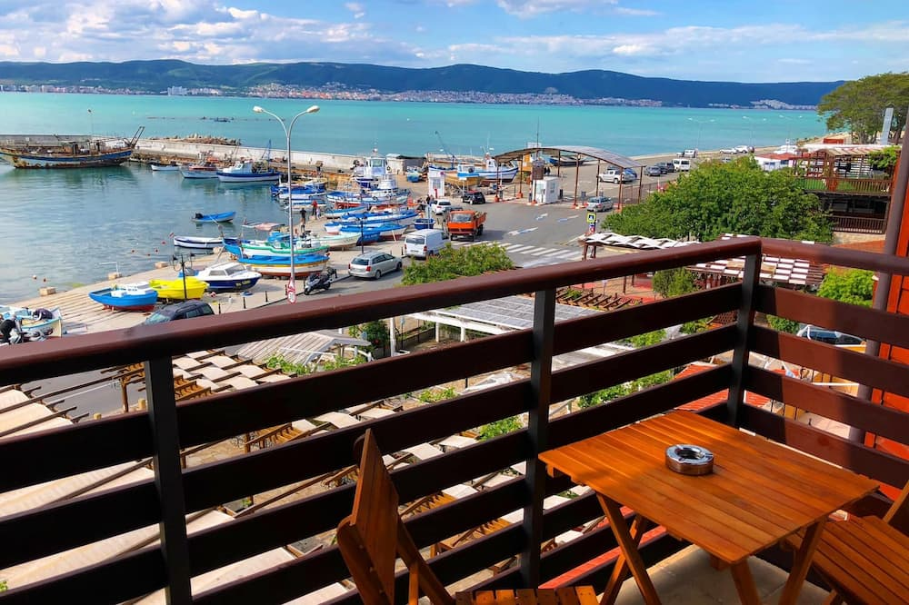 Klasikinio tipo trivietis kambarys, balkonas, vaizdas į jūrą - Vaizdas iš svečių kambario