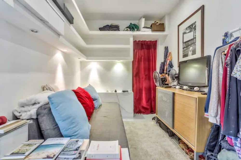 Basic Apartment, 1 Double Bed - Living Room