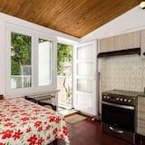 דירה (Two-Bedroom Apartment) - אזור אוכל בחדר