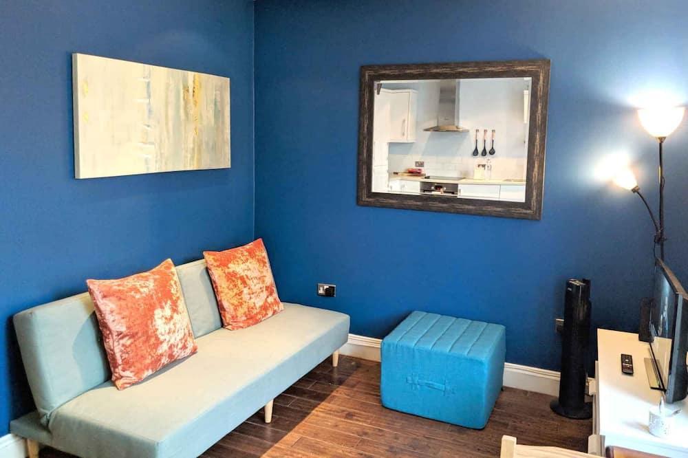 דירה, מיטה זוגית וספה נפתחת - אזור מגורים