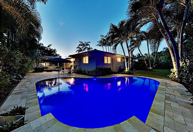 Newly Furnished Backyard Oasis, Heated Pool 2 Bedroom Home, Oakland Park, Ferienhaus, 3Schlafzimmer, Pool