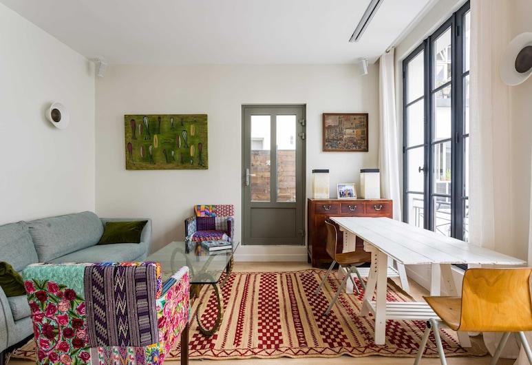 Designer Apartment in The Heart of Paris, Paris, Basic Apartment, Multiple Beds, Living Room