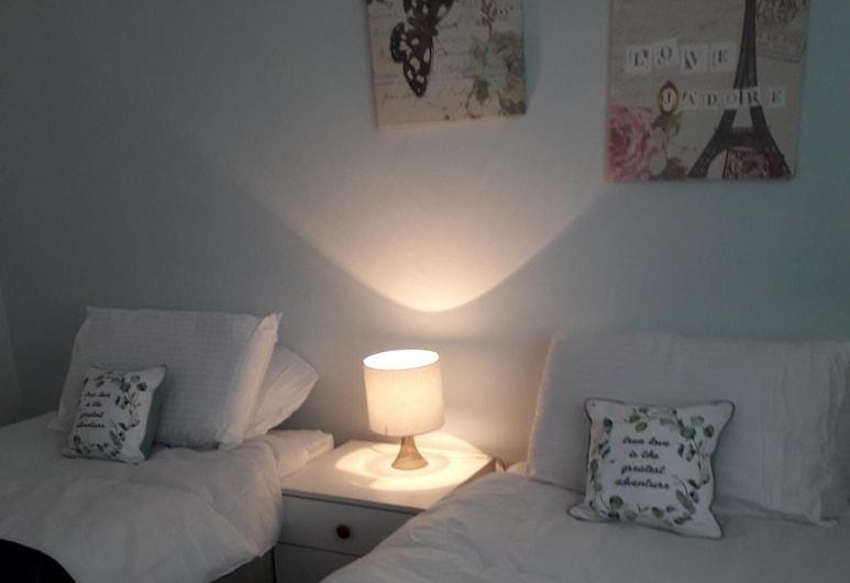 Cozy, Stylish 2 Bedroom Flat - Jesmond, Newcastle-upon-Tyne, شقة مميزة - بحمام خاص - منظر للحديقة, الغرفة