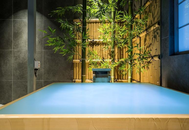 Konjakuso Bentencho Osaka Bay, Osaka, Luxury Ev (Private Vacation Home), Özel spa küveti