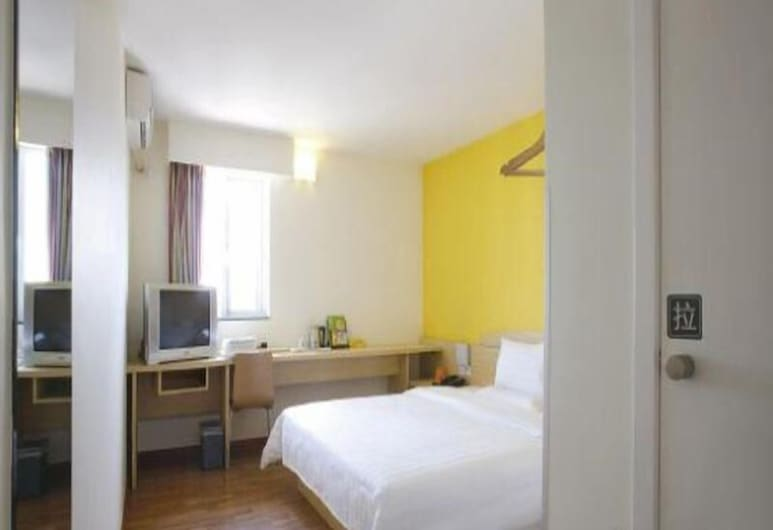 7 Days Inn - Guilin North Train Station Branch, Guilin, Вид из отеля