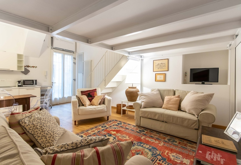 Charming Studio near Piazza Castello, Turin, Studio Suite, 1 Bedroom, Living Area