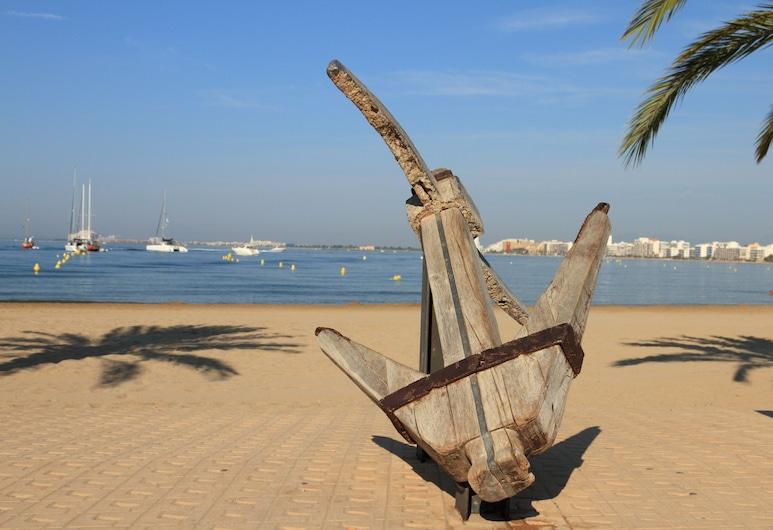 Agi Llevant, روزيز, الشاطئ
