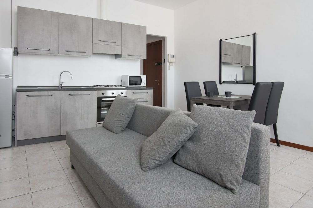Apartment, 1 Queen Bed with Sofa bed, Kitchenette, Hill View - Living Area
