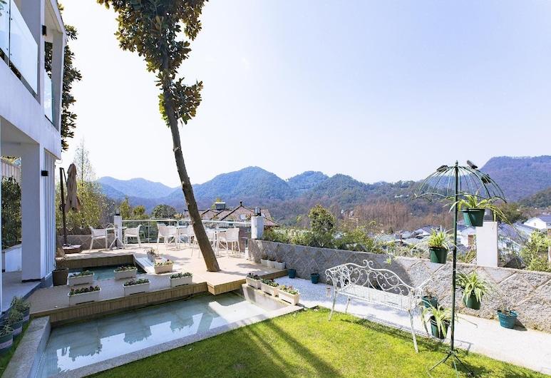 Hangzhou Xihu White Villa Hotel, Hangzhou, View from Hotel
