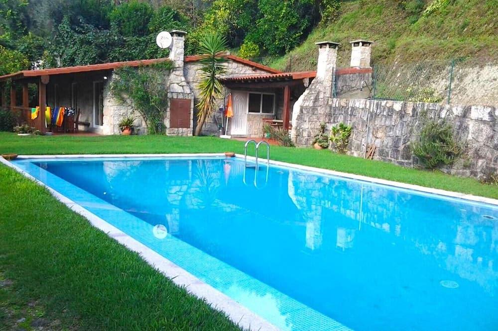 Casa com Piscina, V Minho by Izibookings, Vieira do Minho