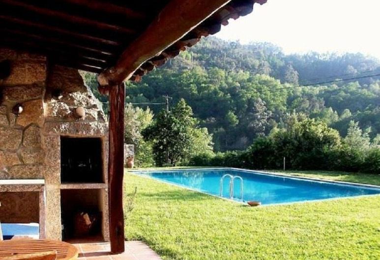 Casa com Piscina, V Minho by Izibookings, Vieira do Minho, حمام سباحة