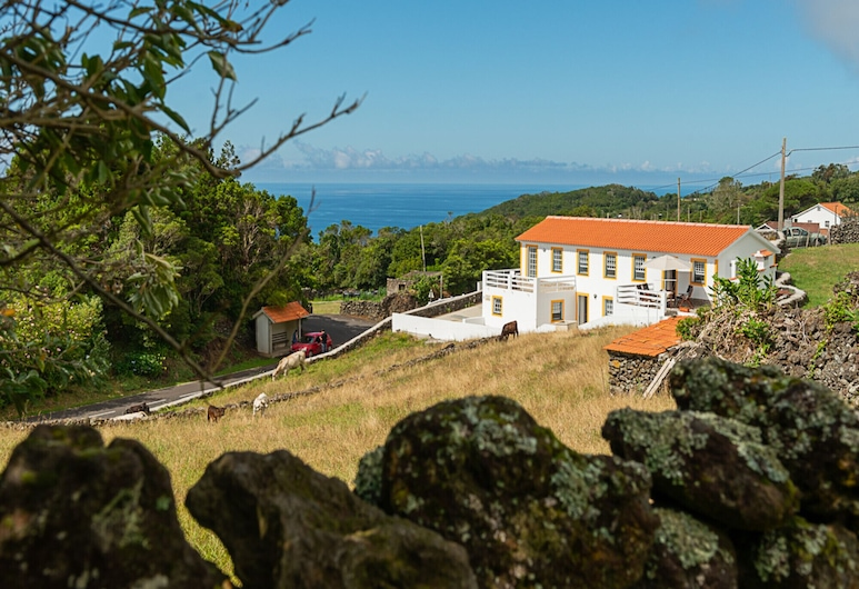 Villa Traditional, Pico by Izibookings, Lajes do Pico, Property Grounds