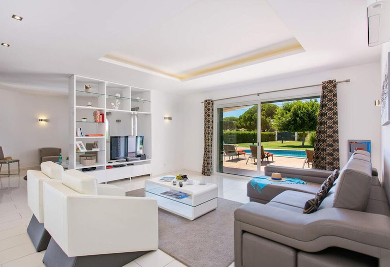 Villa c Piscina Algarve by Izibookings, Albufeira, Maja, 4 magamistoaga, privaatbasseiniga, vaade basseinile, Elutuba