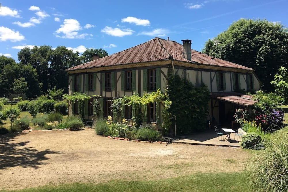 Big and Beautiful 6 Bedroom House in Aquitaine
