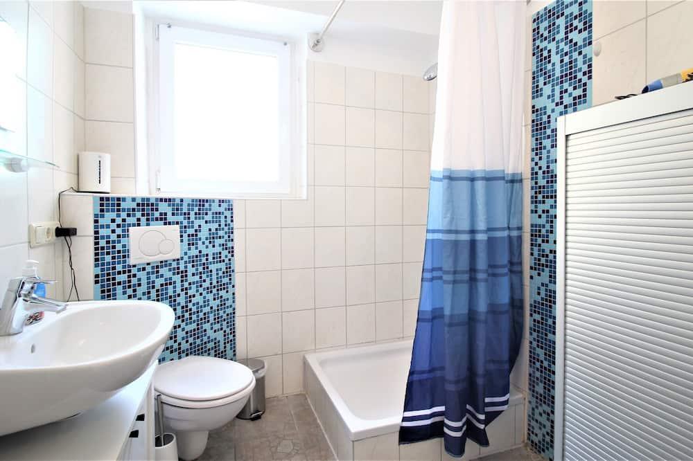 Basic Δίκλινο Δωμάτιο (Twin) - Κοινόχρηστο μπάνιο