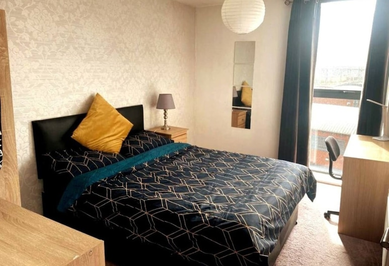 Inviting 1-bed Apartment in Salford, Salford