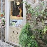 Pintu masuk properti