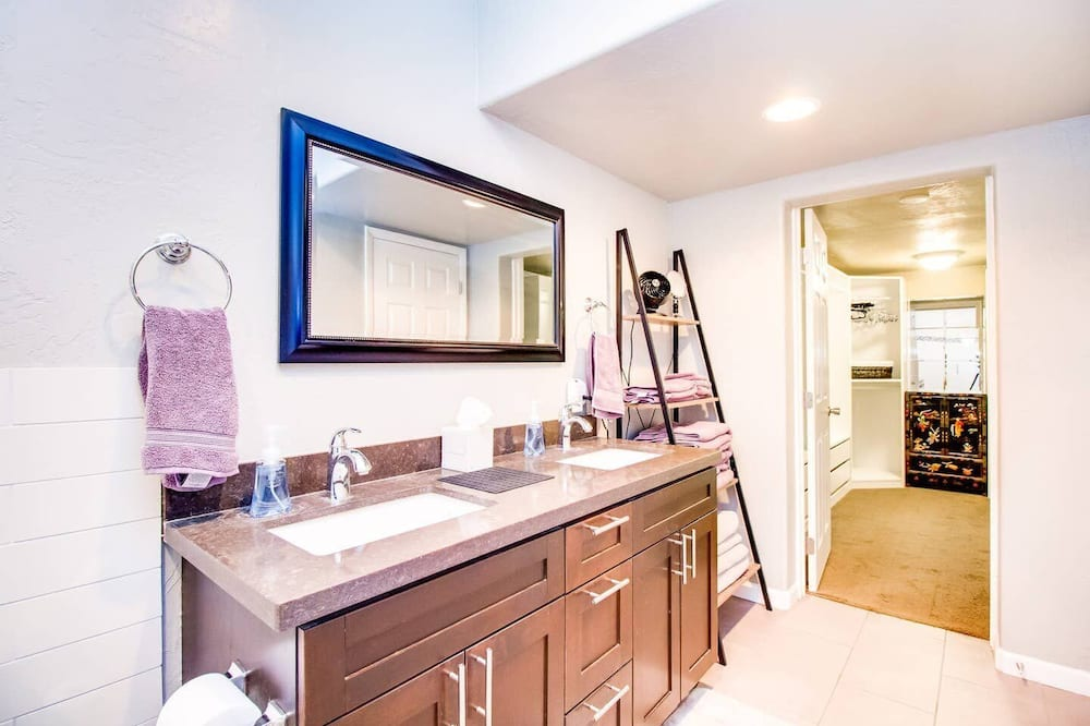 Talo (5 Bedrooms) - Kylpyhuone
