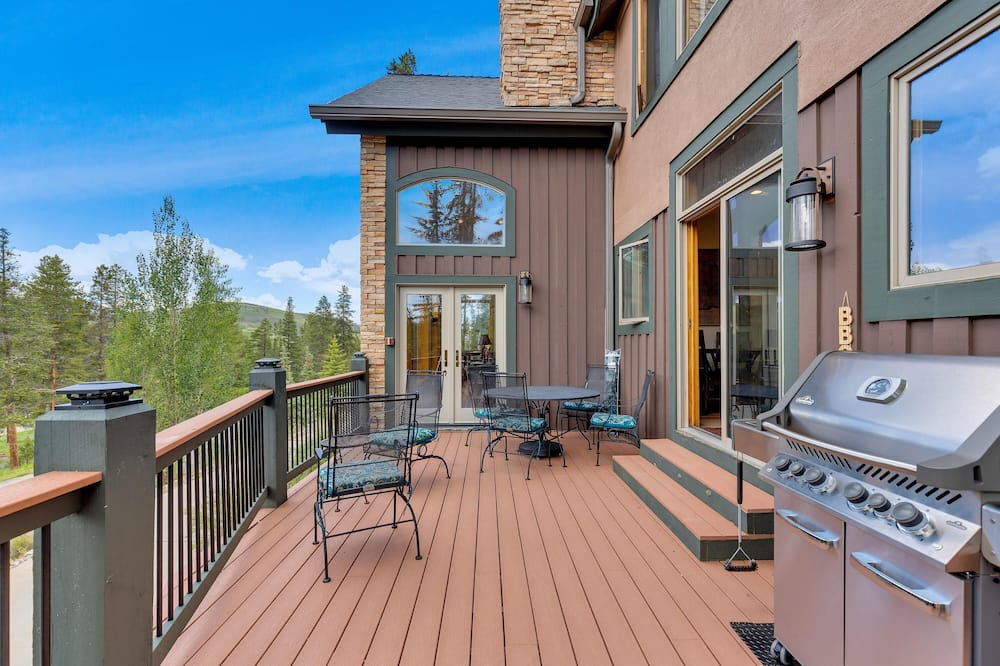 Ferienhaus, Mehrere Betten (Majestic Lodge Retreat Amenities & Vi) - Balkon