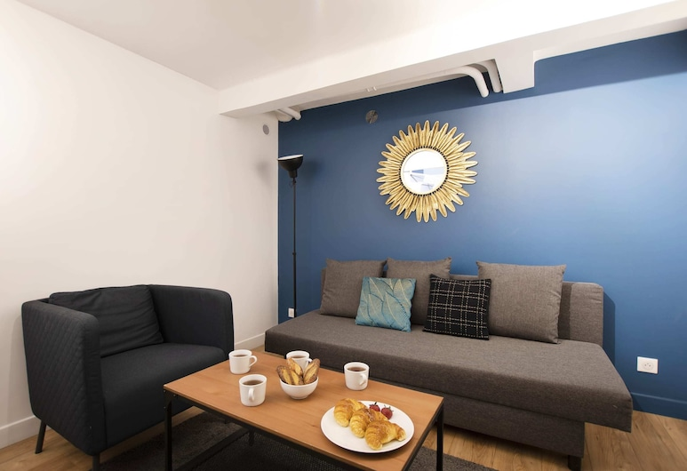 Guestready - Bright and Comfy Home, Very Close to Eiffel Tower!, Pariisi, Olohuone