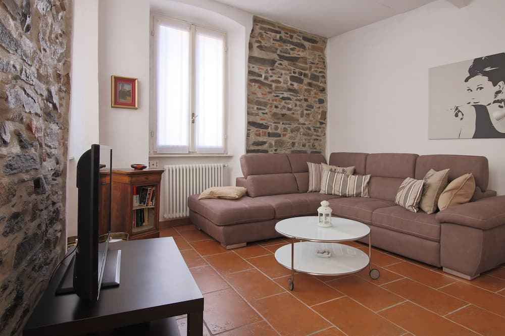 apartman, 1 hálószobával, konyha, kilátással az udvarra - Nappali