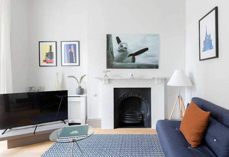 Plum Guide - Amelia, London